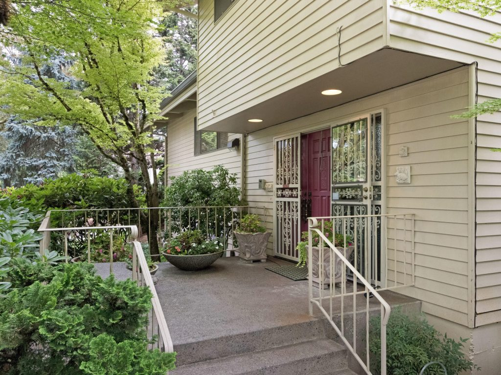 2530 SW Scenic Dr Portland OR-MLS_Size-027-3-Entry-1920x1440-72dpi