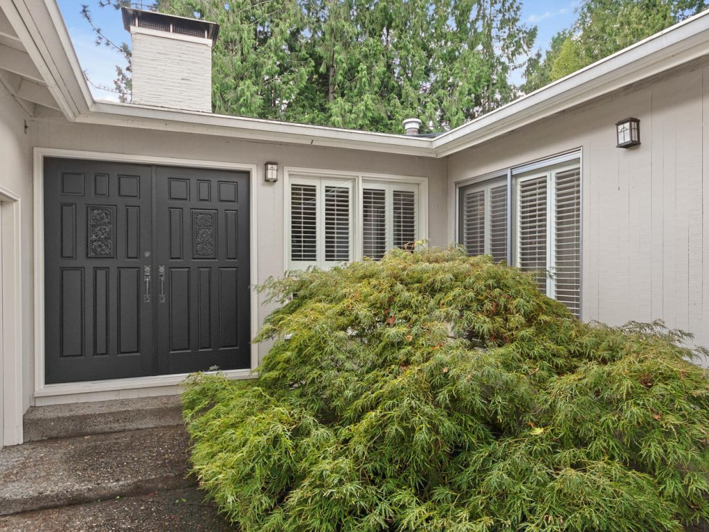 6690 SW Parkwest Ln Portland-large-002-26-Entry Courtyard-1334x1000-72dpi