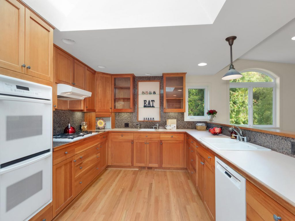 6690 SW Parkwest Ln Portland-large-008-10-Kitchen-1334x1000-72dpi