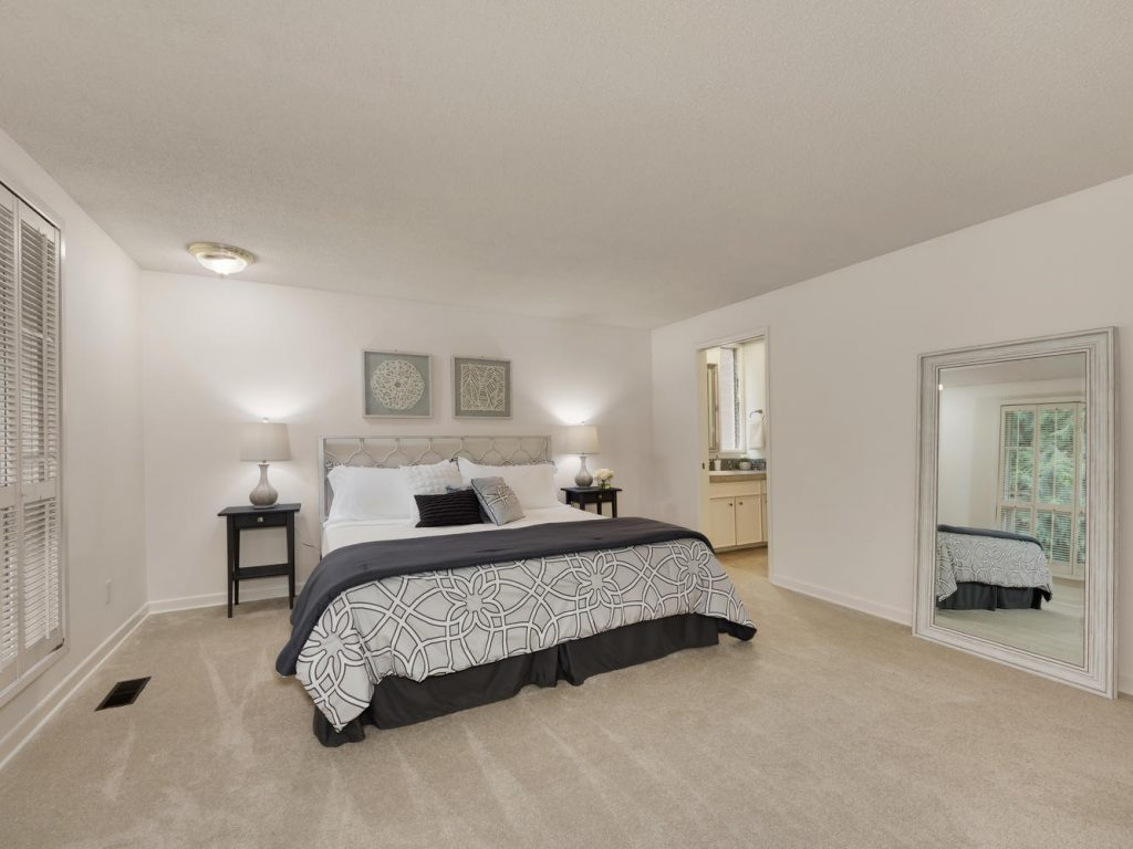 6690 SW Parkwest Ln Portland-large-010-22-Master Suite-1334x1000-72dpi