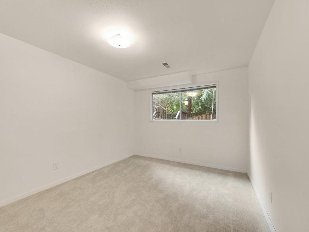 6690 SW Parkwest Ln Portland-large-021-21-Bedroom 3-1334x1000-72dpi