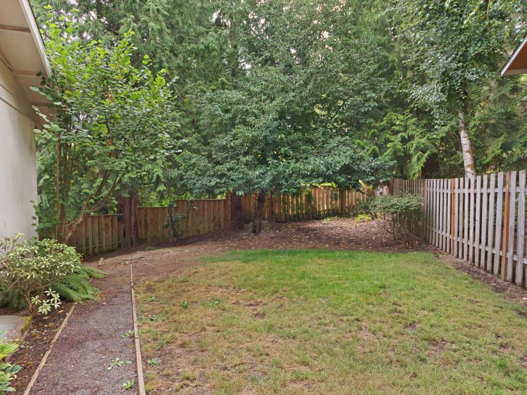 6690 SW Parkwest Ln Portland-large-028-11-Side Yard-1334x1000-72dpi